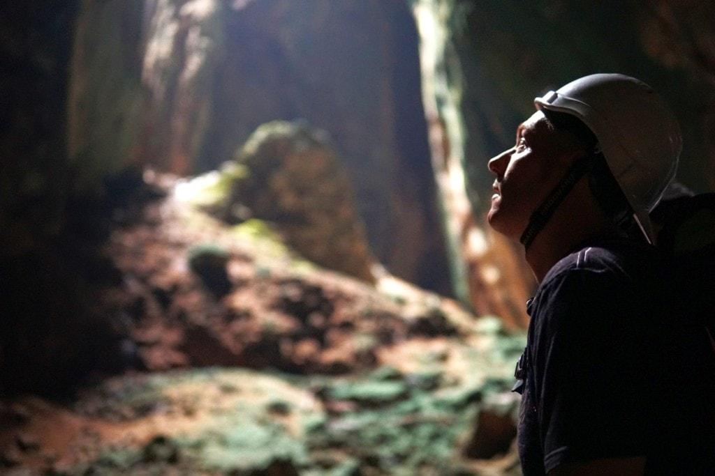 Dark Cave Helmpflicht