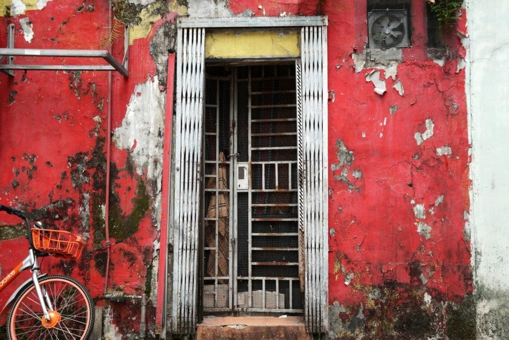 Sigapur Little India rote Tür
