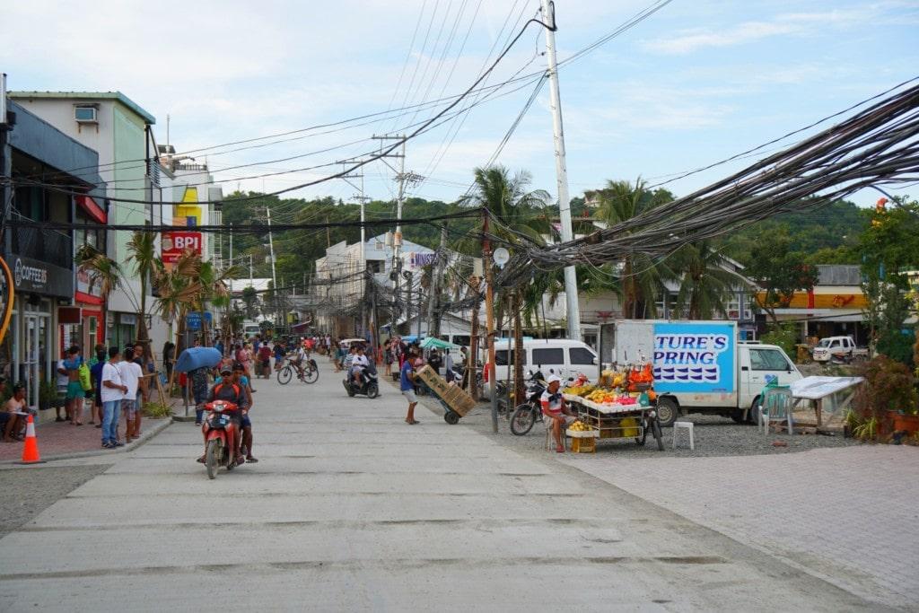 Stromleitungen auf Boracay