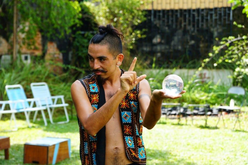 Glaskugel Künstler Acroyoga Hin Pop Up Market