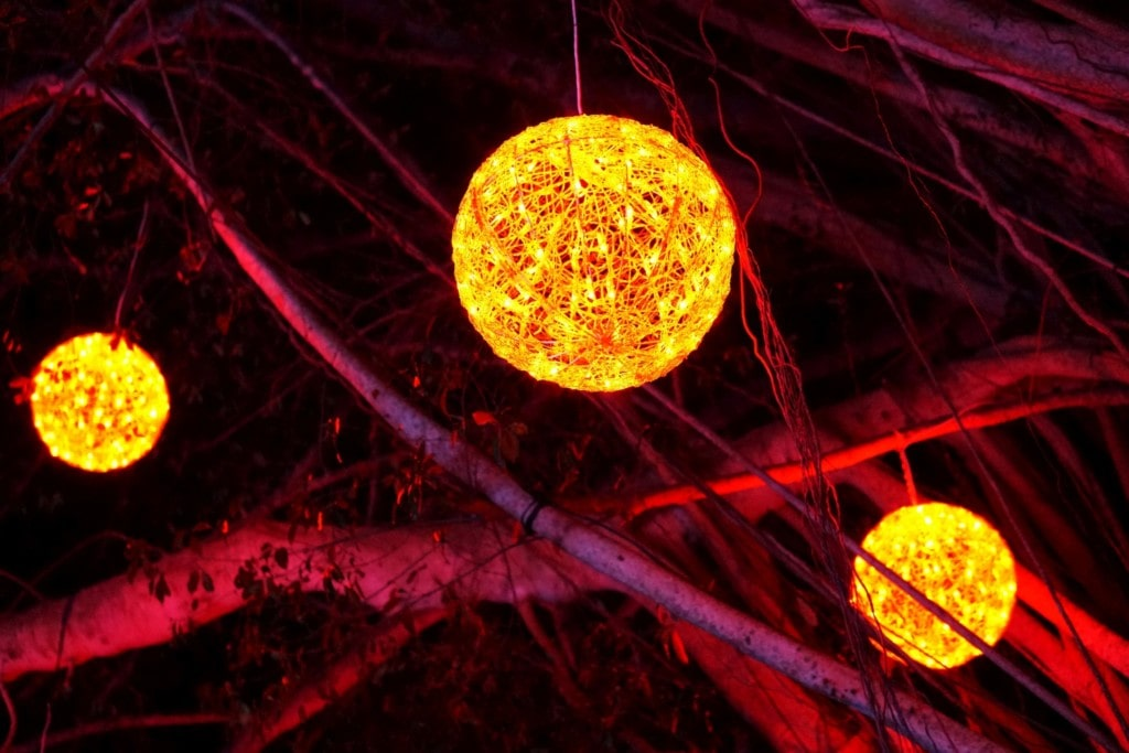 Leuchtende Lichterbälle