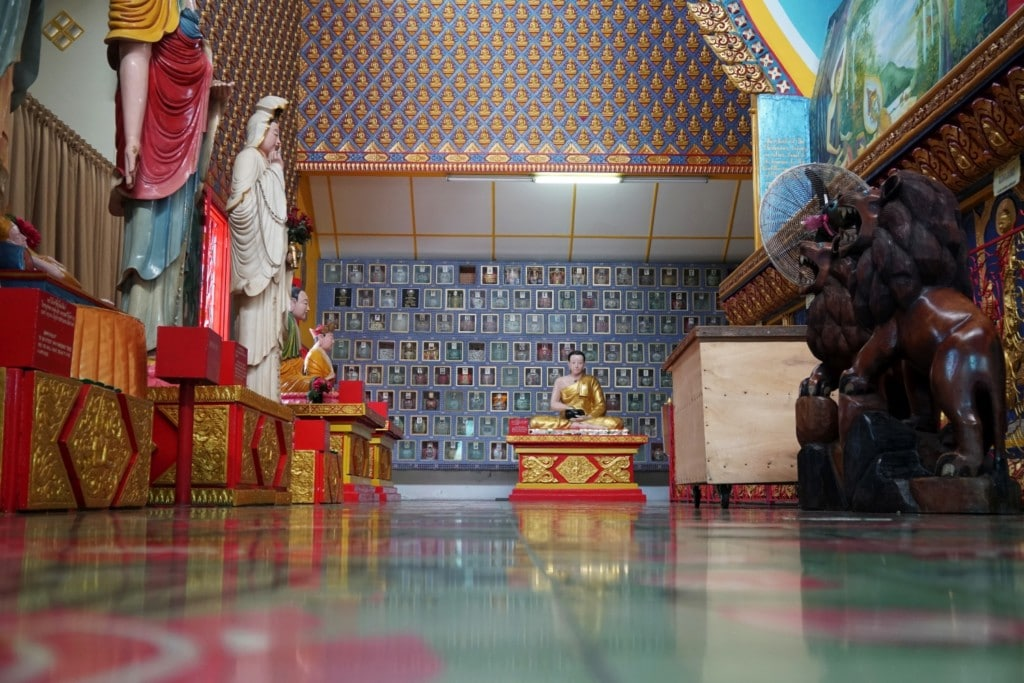 Lying Buddha Temple innen