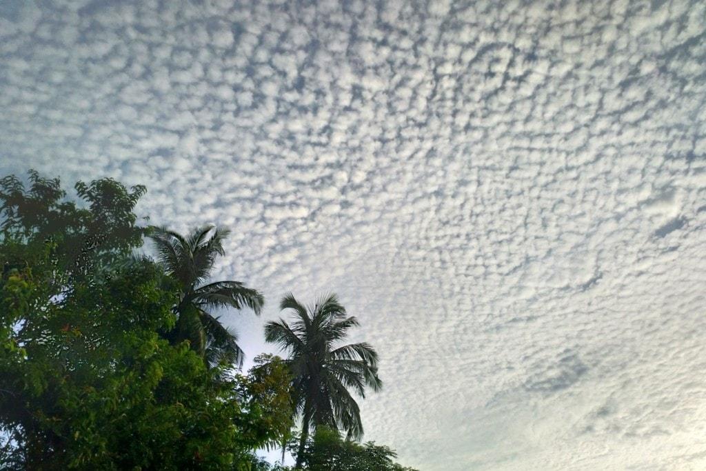 Schäfchenwolken über Pulau Weh