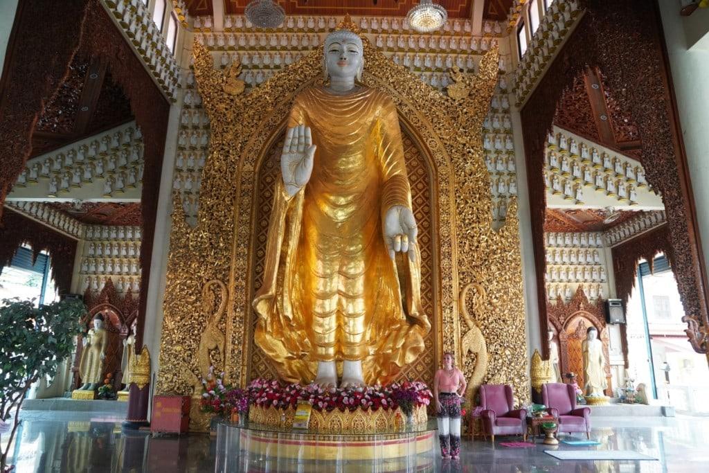 Buddhastatue im Sima Schrein