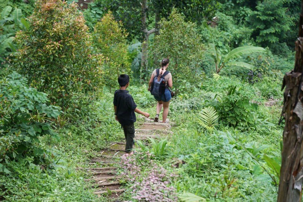 Tirta Buana Wasserfall Weg