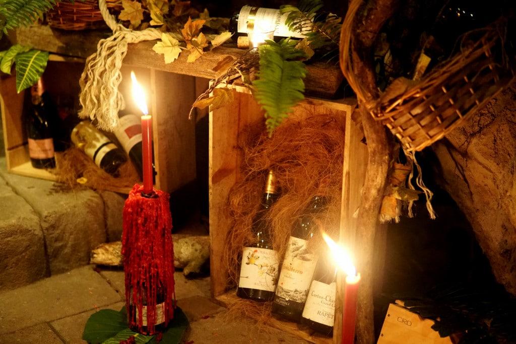 Kerzen auf Weinflasche