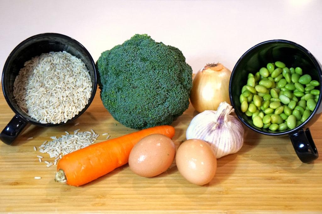 Zutaten gesunder Gemüsereis Rezept