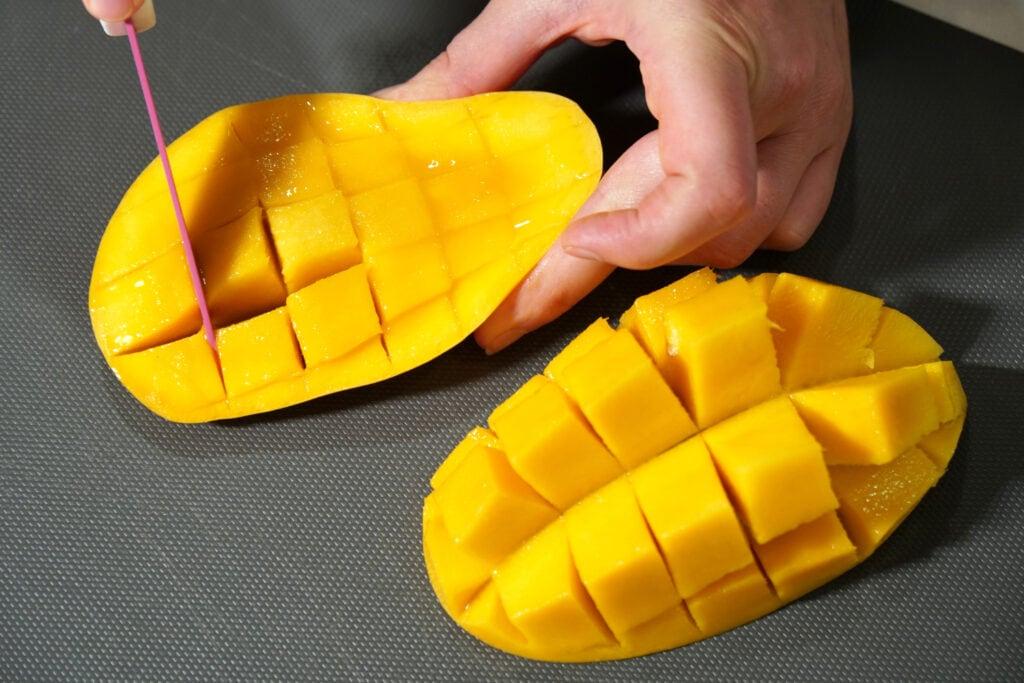 Eine Variante, die Mango aufzuschneiden