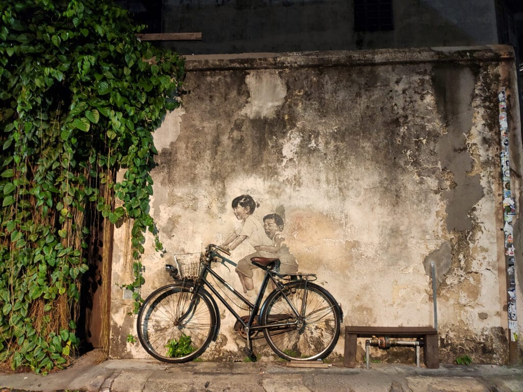 Kinder auf Fahrrad Streetart Penang